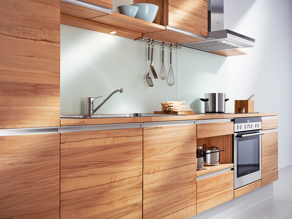 k che aus naturholz auf. Black Bedroom Furniture Sets. Home Design Ideas