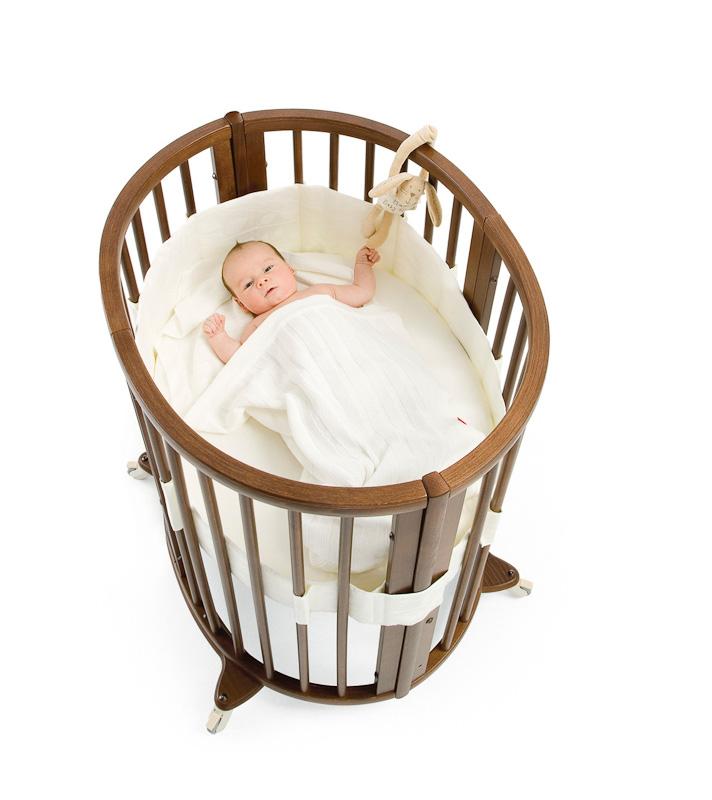 mitwachsendes kinderbett von stokke auf. Black Bedroom Furniture Sets. Home Design Ideas