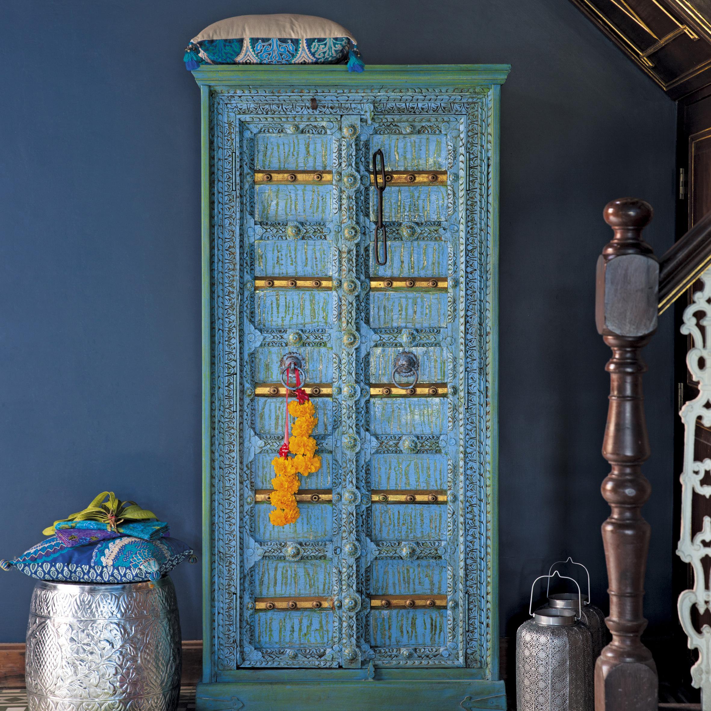 Indischer holzschrank madras von maisons du monde auf for Maison du monde beauvais