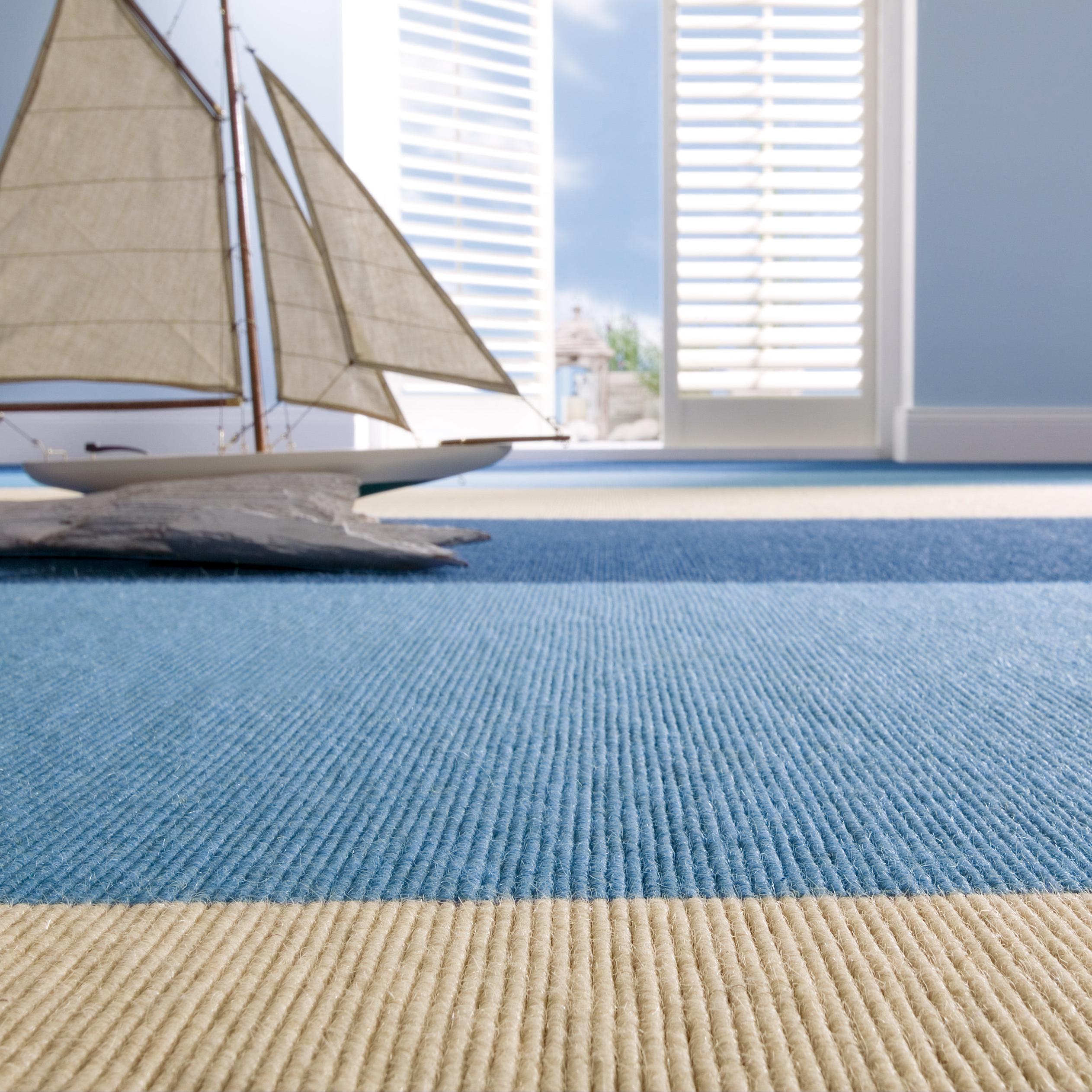 blau beige gestreifter teppichboden von tretford auf. Black Bedroom Furniture Sets. Home Design Ideas