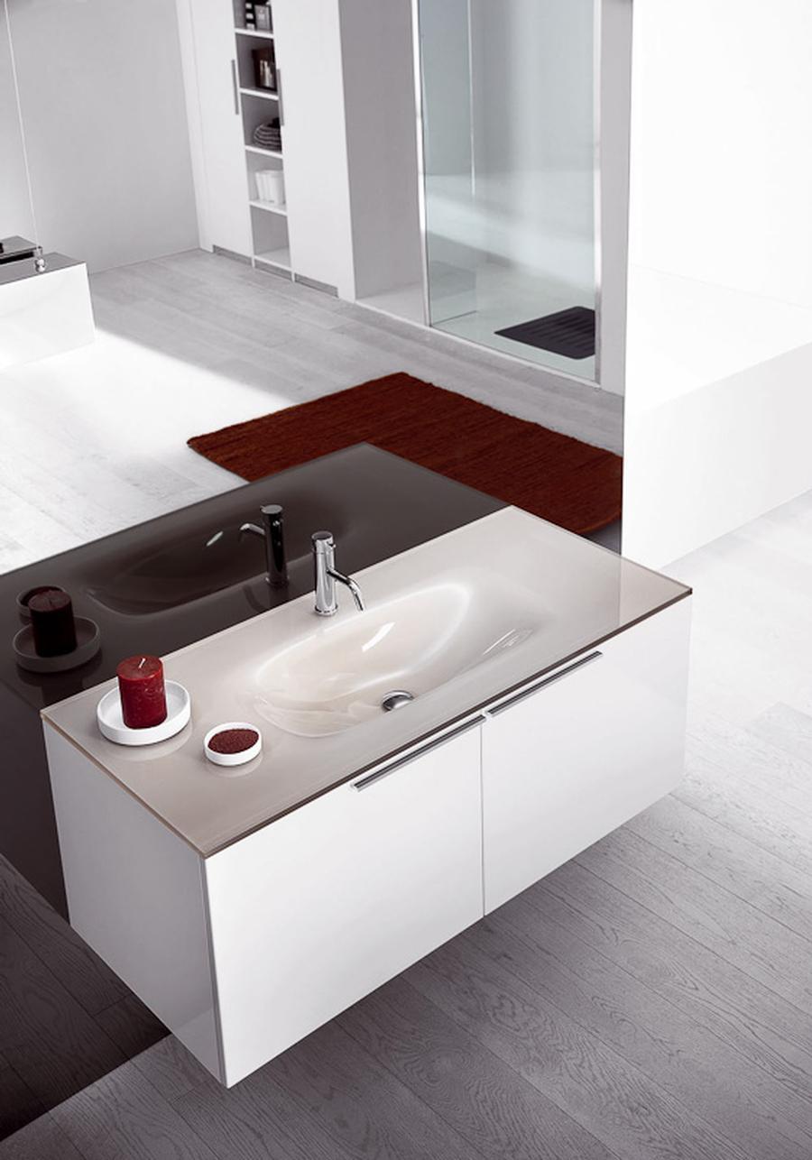 einheitliches design auf. Black Bedroom Furniture Sets. Home Design Ideas