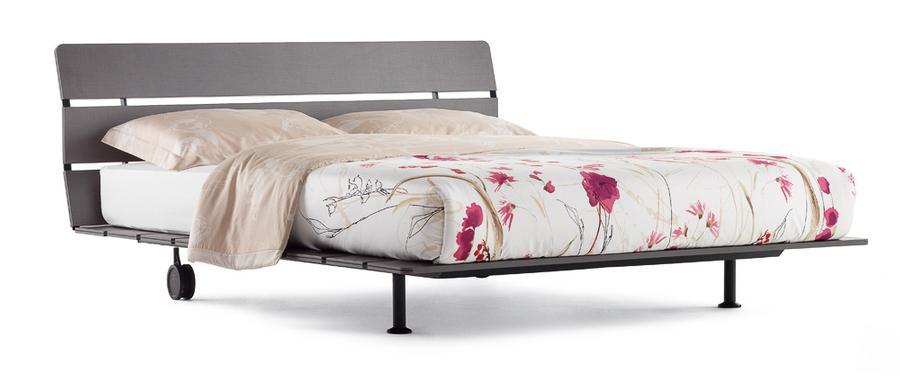 Bett tadao von flou auf for Wohndesign tiengen