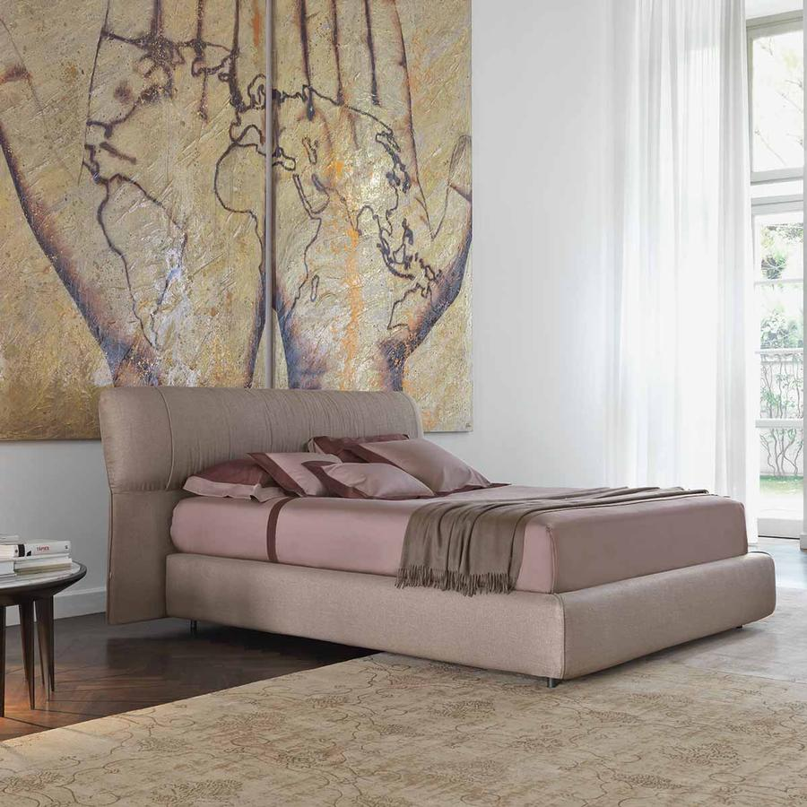 Bild: Bett SOFTWING von Flou designed by Carlo Colombo