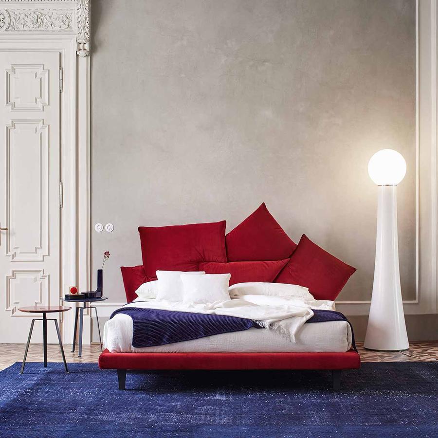 bett picabia designed by giuseppe vigan f r bonaldo auf. Black Bedroom Furniture Sets. Home Design Ideas