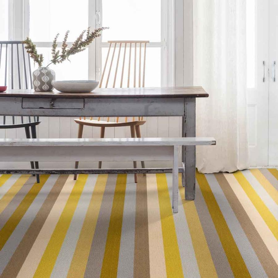 Bild: Teppichboden STRIPES SUN WHISTSTABLE CARPET von Margo Selby